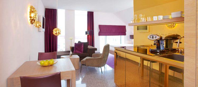 abito suites   Juniorsuite Wohnbereich mit Küche